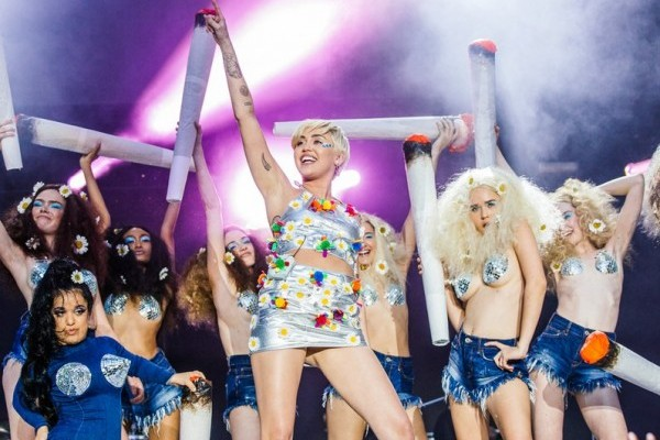Miley Cyrus in capital fm summertime ball 2014